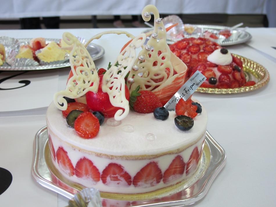 サマーティアラスイーツコンテストのベリーケーキ